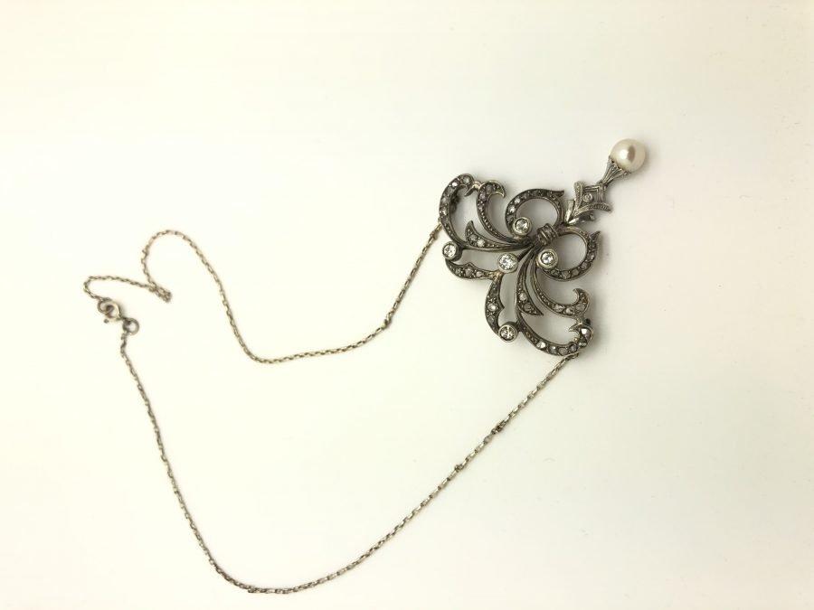 900 Liberty Pendant Necklace