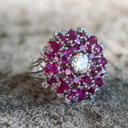 Anello vintage Cocktail anni '60 in oro bianco diamanti e rubini