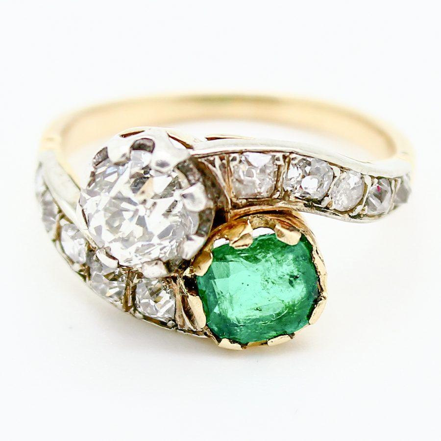 Anello Contrariè Liberty con Smeraldo e Diamanti