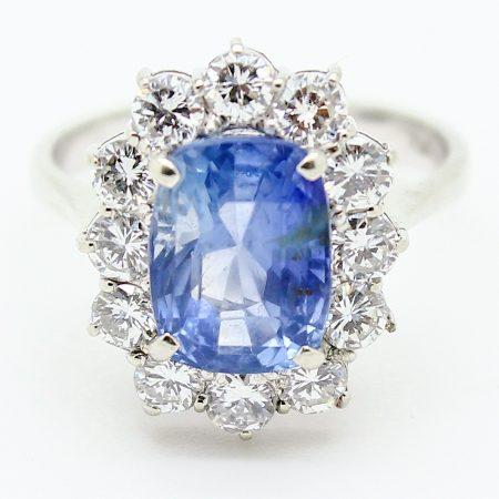Anello vintage in oro bianco, zaffiro centrale e diamanti taglio brillante