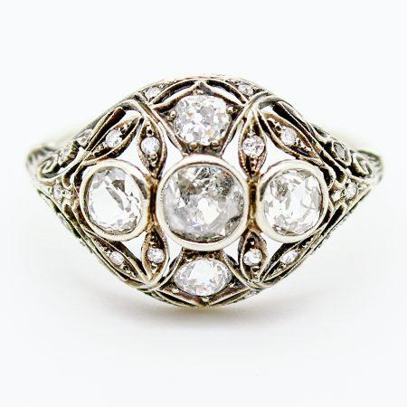 Anello Liberty del 1915 di forma ovale oro bianco e diamanti