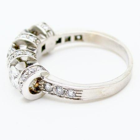 Anello Trilogy in oro bianco e diamanti taglio brillante