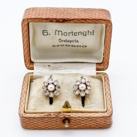 Orecchini Liberty a forma di fiore in oro diamanti e perle