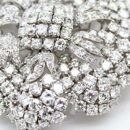 Spilla anni '60 in platino a forma di fiore con diamanti taglio brillante