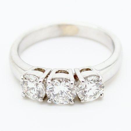 Anello Trilogy classico in oro bianco e diamanti taglio brillante