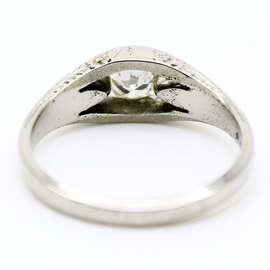 Anello Decò in oro bianco con diamante centrale e incisioni floreali
