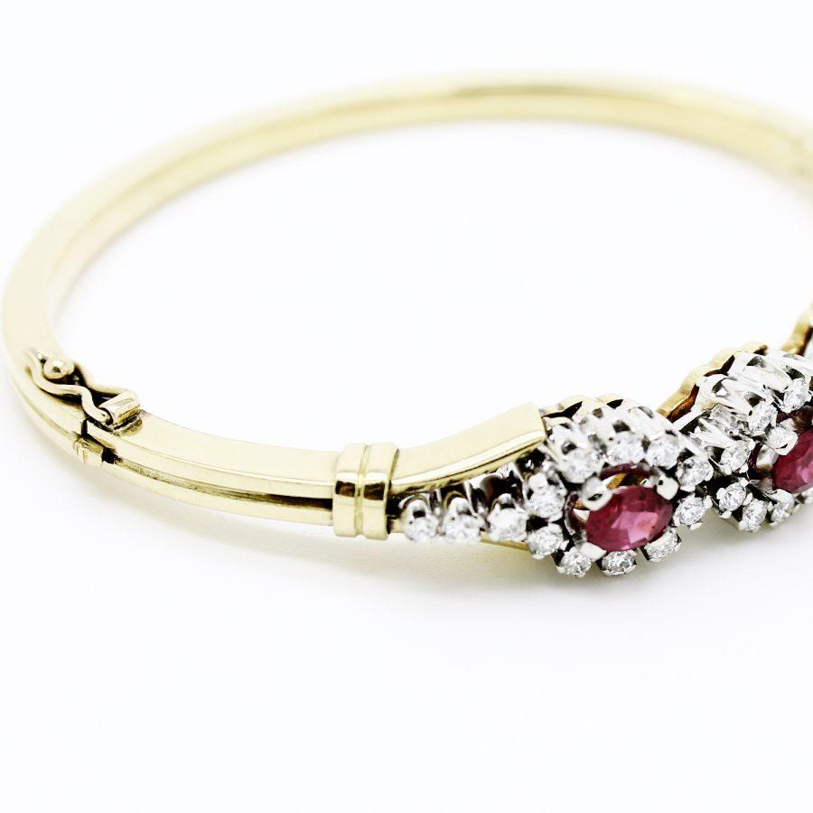 Bracciale rigido anni '70 in oro giallo e bianco diamanti e rubini