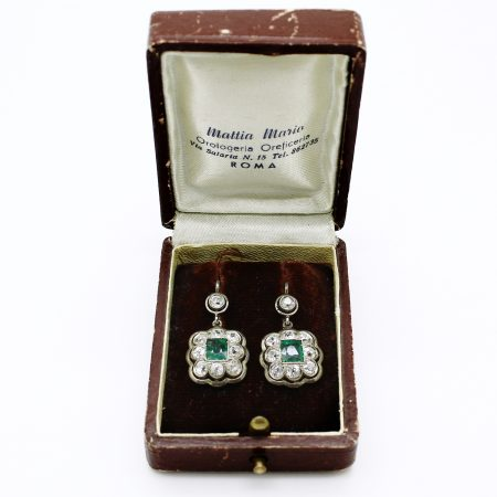 Orecchini pendenti del 1920 in oro bianco smeraldi e diamanti taglio antico