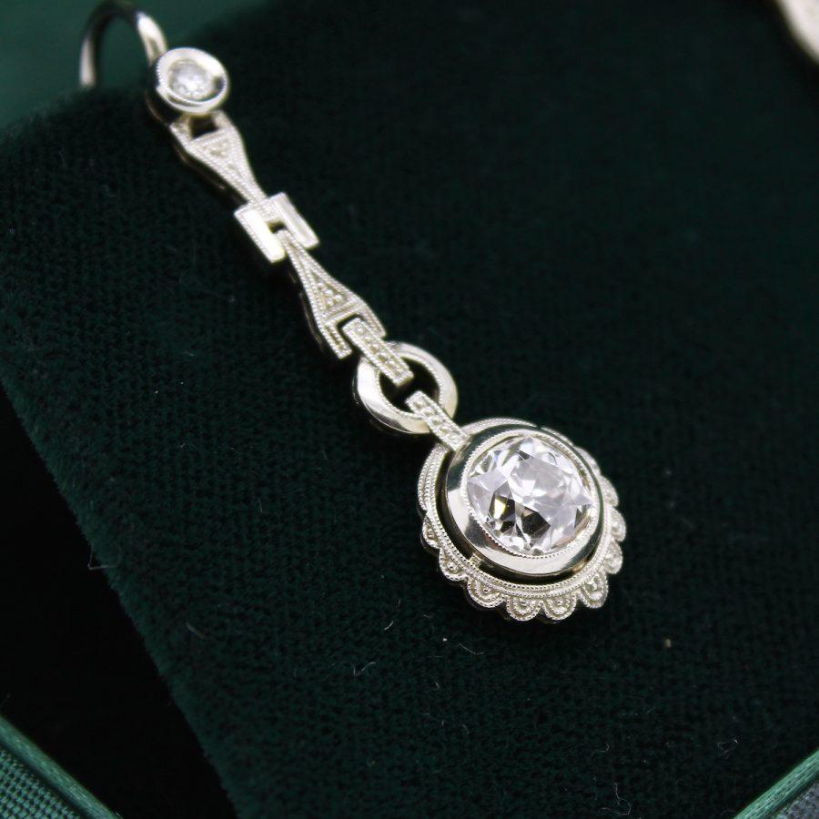 Orecchi pendenti Decò in oro bianco e diamanti taglio antico