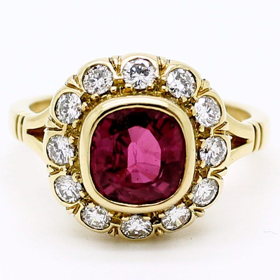 Anello anni '80 in oro giallo con rubino e diamanti