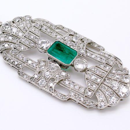 Pendente convertibile in spilla del 1930 in platino con smeraldo Colombiano e diamanti